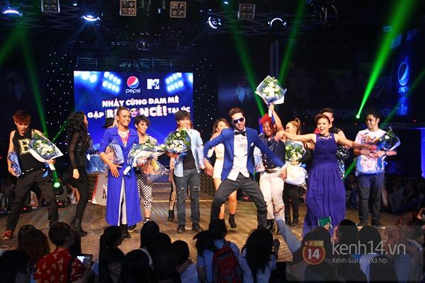 Đông Nhi, Tô Lâm cùng 10 bạn trẻ cháy hết mình với Beyoncé 43