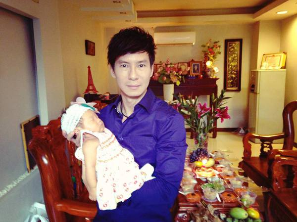 Vợ chồng Lý Hải làm đầy tháng con gái 2