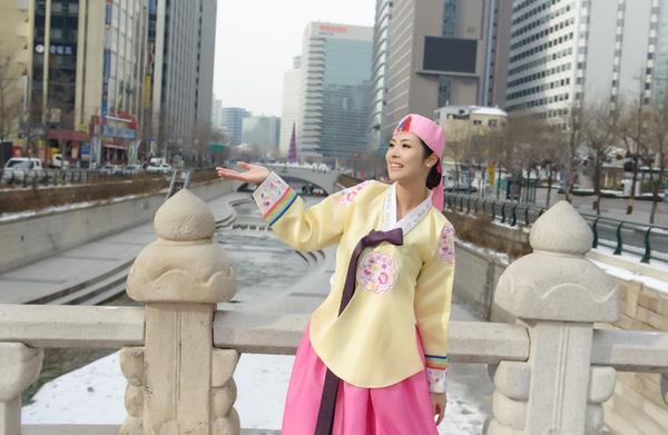 Ngọc Hân xinh tươi trong bộ trang phục truyền thống xứ Hàn 9
