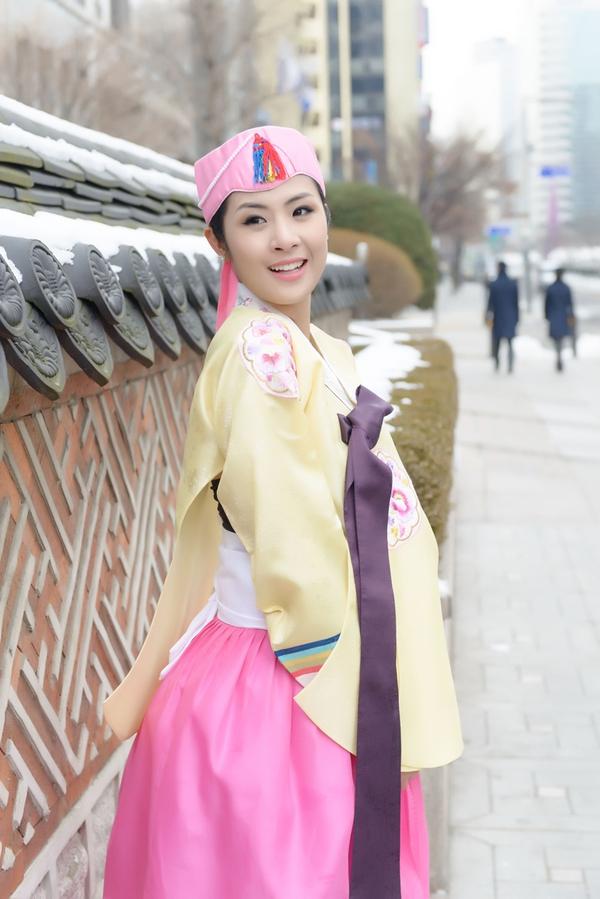 Ngọc Hân xinh tươi trong bộ trang phục truyền thống xứ Hàn 10