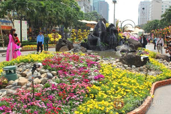 Những hình ảnh đầu tiên về đường hoa Nguyễn Huệ 2013 3