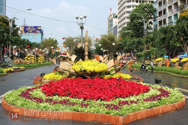 Những hình ảnh đầu tiên về đường hoa Nguyễn Huệ 2013 14
