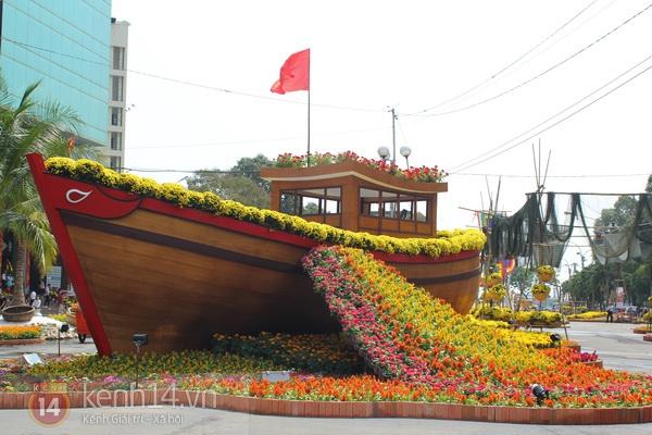 Những hình ảnh đầu tiên về đường hoa Nguyễn Huệ 2013 16