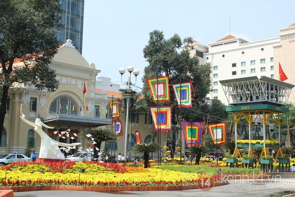 Những hình ảnh đầu tiên về đường hoa Nguyễn Huệ 2013 18