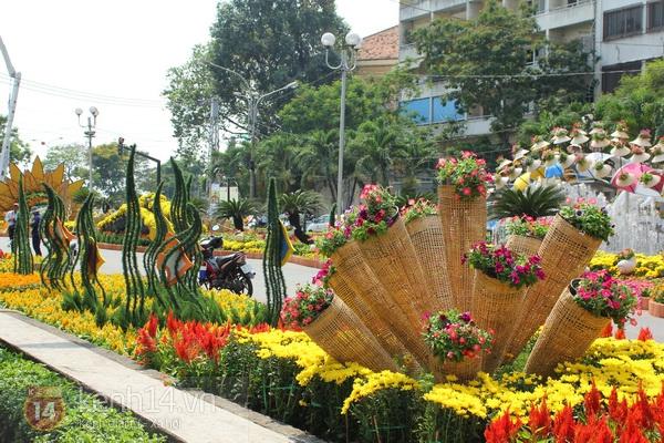 Những hình ảnh đầu tiên về đường hoa Nguyễn Huệ 2013 19
