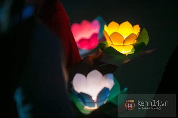 Rực rỡ lễ hội hoa đăng trong lòng Sài Gòn 7