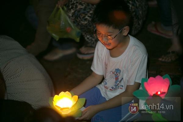 Rực rỡ lễ hội hoa đăng trong lòng Sài Gòn 5