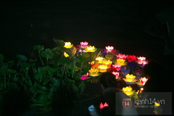 Rực rỡ lễ hội hoa đăng trong lòng Sài Gòn 10