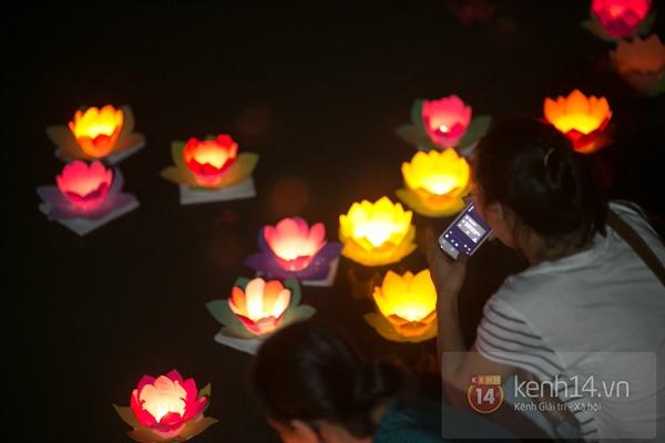 Rực rỡ lễ hội hoa đăng trong lòng Sài Gòn 11