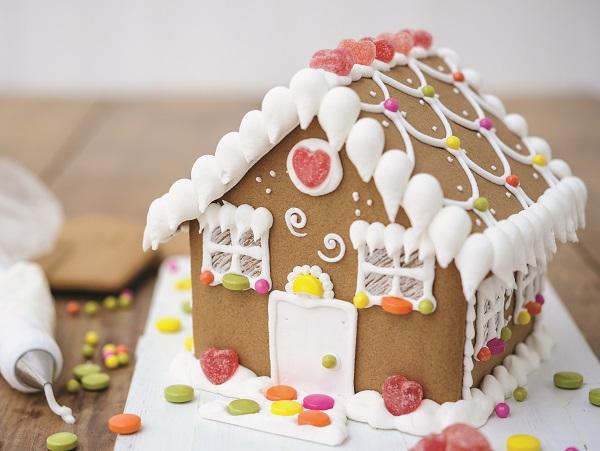 Xem cận cảnh cách làm ngôi nhà bánh gừng ngọt ngào 1