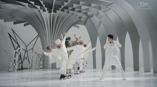 """Những hình ảnh khó quên của EXO trong MV """"Wolf"""" 5"""