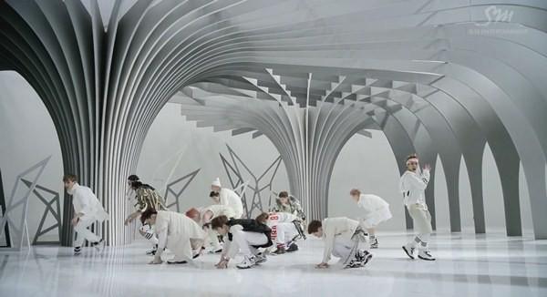 """Những hình ảnh khó quên của EXO trong MV """"Wolf"""" 8"""
