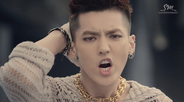"""Những hình ảnh khó quên của EXO trong MV """"Wolf"""" 25"""