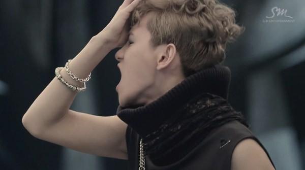 """Những hình ảnh khó quên của EXO trong MV """"Wolf"""" 27"""