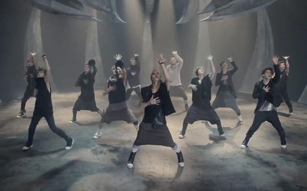 """Những hình ảnh khó quên của EXO trong MV """"Wolf"""" 13"""