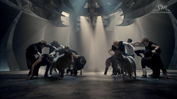 """Những hình ảnh khó quên của EXO trong MV """"Wolf"""" 31"""