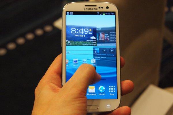 """Top 10 smartphone sở hữu thời lượng pin """"khủng"""" 10"""