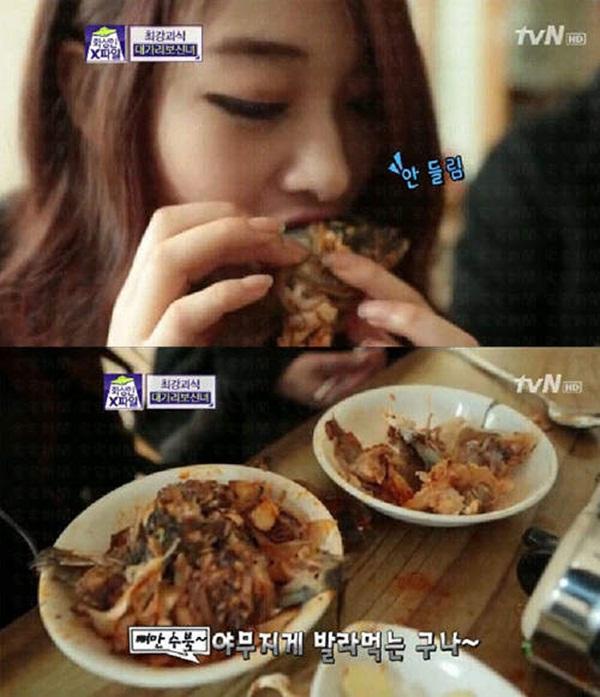 """Hàn Quốc: Cô nàng xinh đẹp """"cuồng"""" ăn các loại... đầu động vật 7"""