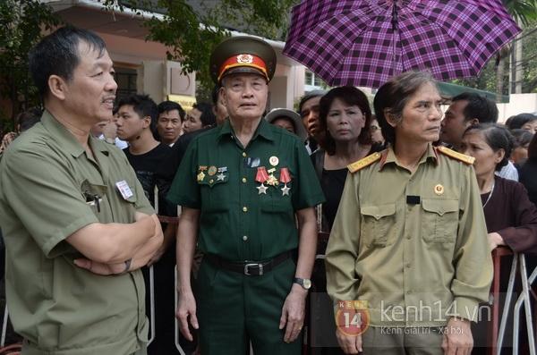 Hết giờ Lễ viếng Quốc tang, nhiều người dân vẫn xếp hàng vào viếng Đại tướng 104