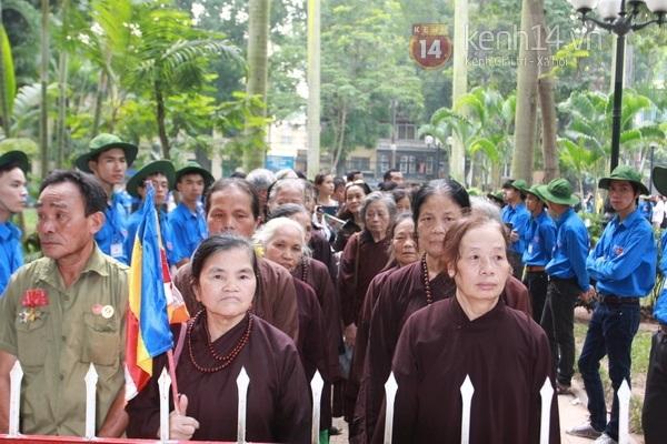 Hết giờ Lễ viếng Quốc tang, nhiều người dân vẫn xếp hàng vào viếng Đại tướng 106