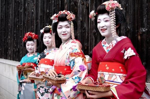 """Chuẩn mực """"khác biệt"""" về vẻ đẹp của phụ nữ Á Đông 7"""
