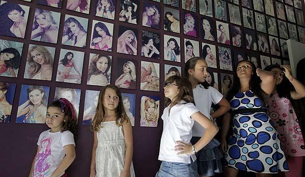 Cận cảnh công nghệ đào tạo hoa hậu của Venezuela, Ấn Độ, Nhật Bản 6