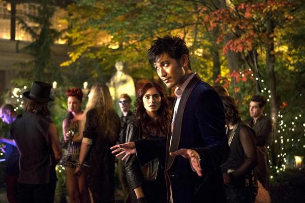 """Bản sao """"Twilight"""" bị trì hoãn ra phần 2 3"""