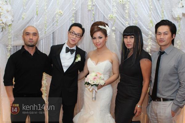 """Con gái Cẩm Ly hóa """"thiên thần rải hoa"""" trong đám cưới Minh Tuyết 14"""