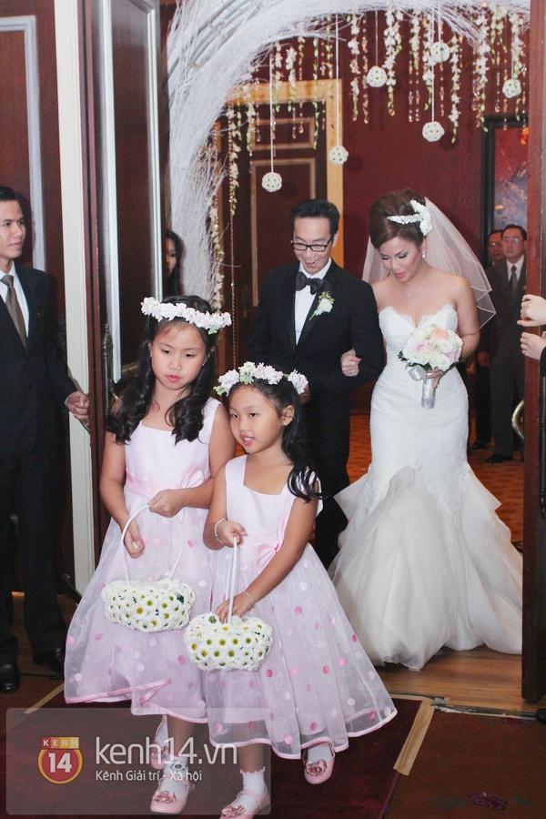 """Con gái Cẩm Ly hóa """"thiên thần rải hoa"""" trong đám cưới Minh Tuyết 2"""