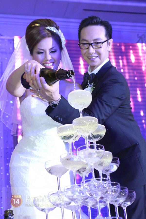 """Con gái Cẩm Ly hóa """"thiên thần rải hoa"""" trong đám cưới Minh Tuyết 23"""
