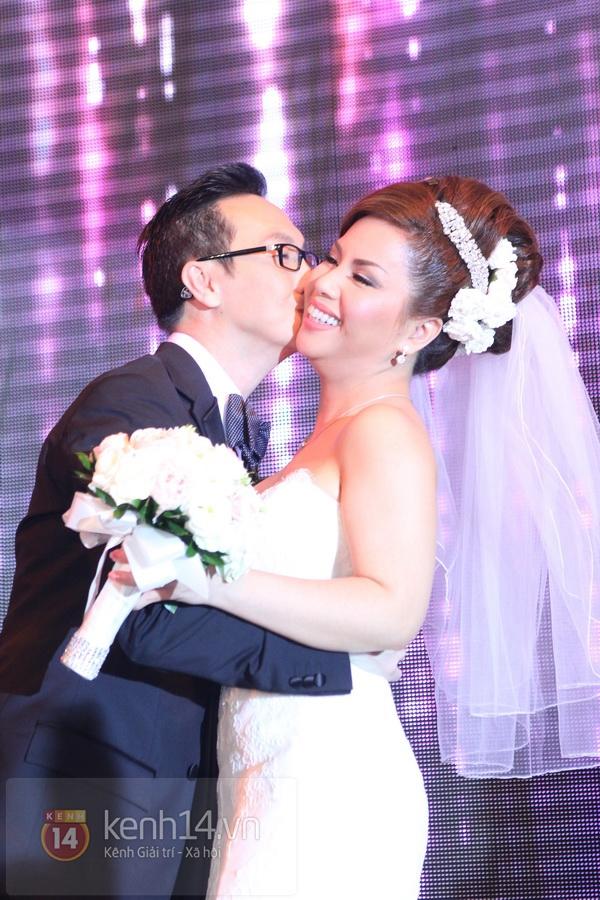 """Con gái Cẩm Ly hóa """"thiên thần rải hoa"""" trong đám cưới Minh Tuyết 26"""