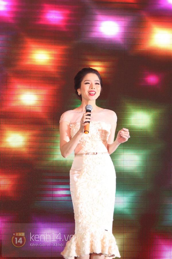 """Con gái Cẩm Ly hóa """"thiên thần rải hoa"""" trong đám cưới Minh Tuyết 32"""