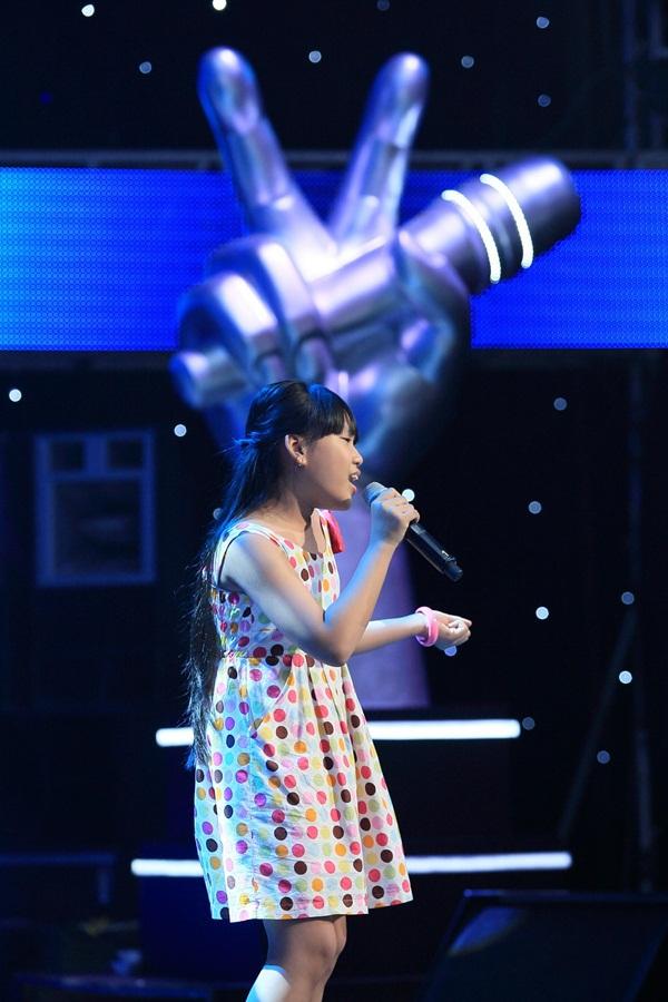 """The Voice Kids tập 3: 4 HLV """"khẩu chiến"""" vì con gái nữ diễn viên Chiều Xuân 8"""