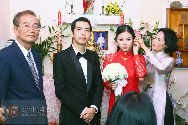 Đông Nhi - Ông Cao Thắng bưng tráp quả trong đám cưới NS Đằng Phương 20