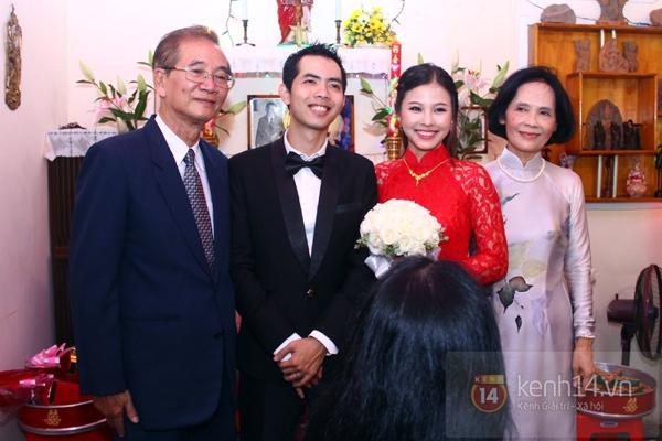 Đông Nhi - Ông Cao Thắng bưng tráp quả trong đám cưới NS Đằng Phương 21