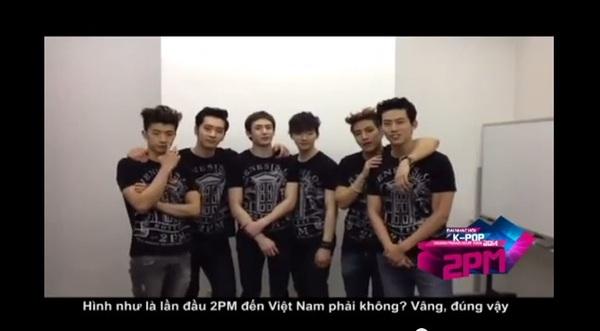 HOT Clip: SNSD rạng rỡ chào fan Việt, BTC trải thảm đó đón sao Hàn ở Tân Sơn Nhất 7