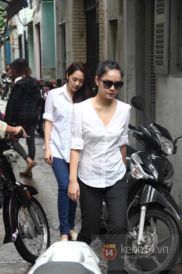 Mẹ và em gái Wanbi Tuấn Anh tiều tụy, suy sụp trong lễ tang 47