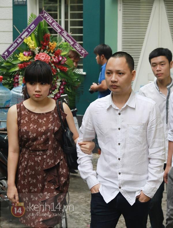 Các sao nghẹn ngào trong tang lễ toàn màu trắng của Wanbi Tuấn Anh 22