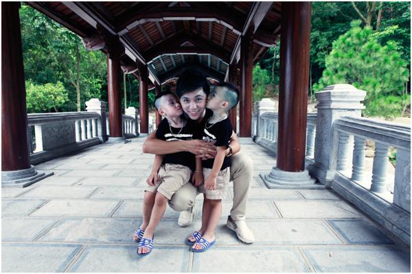 Minh Vương (M4U) khoe 2 con trai nuôi song sinh 5