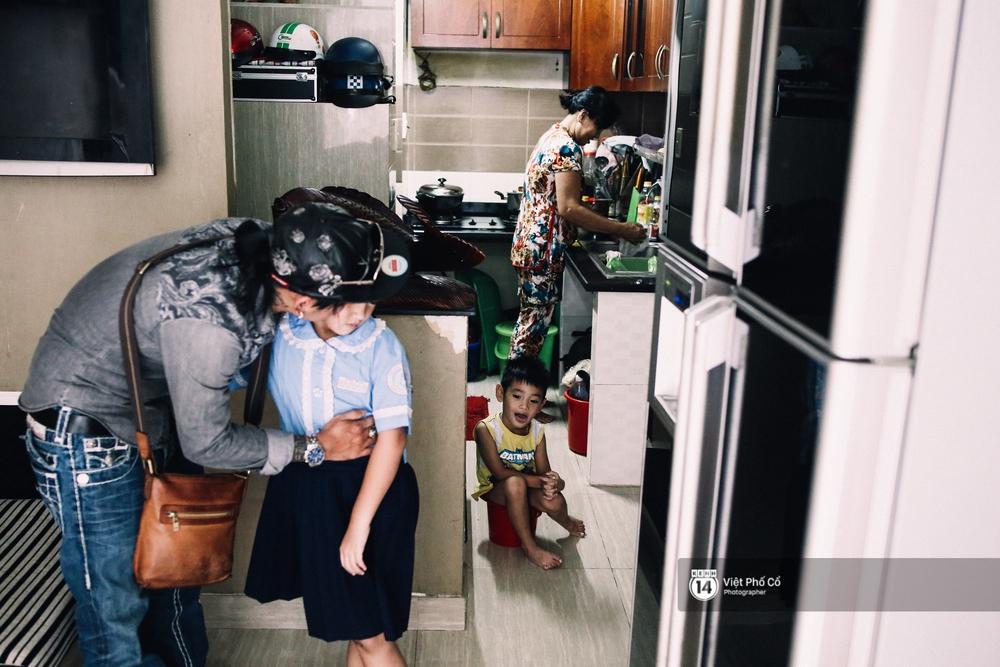 Bộ ảnh: Chuyện đời của gã giang hồ hoàn lương và trở thành thợ xăm ở Sài Gòn - Ảnh 7.