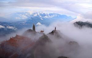 Nhiệt độ thấp 3 độ C, du khách thích thú ngắm hoa băng và biển mây bồng bềnh trên đỉnh Fansipan