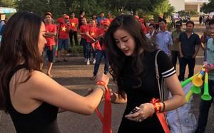 Những bóng hồng xinh đẹp tiếp lửa cho ĐT Việt Nam