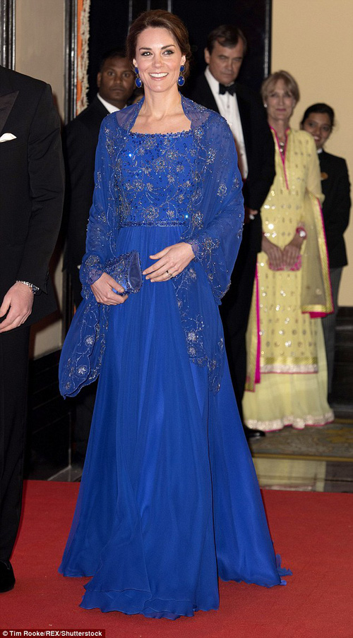 Công nương Kate chi hơn 1 tỉ VNĐ cho 17 bộ đồ trong tuần công du - Ảnh 4.