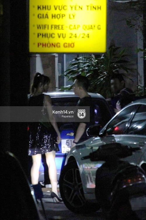 Sau sự kiện, Trấn Thành - Hari Won đi ăn đêm ở quán lề đường cùng bạn đến nửa đêm - Ảnh 3.