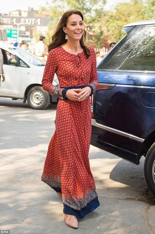 Công nương Kate chi hơn 1 tỉ VNĐ cho 17 bộ đồ trong tuần công du - Ảnh 9.