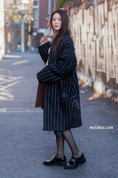 Giới trẻ thế giới sẵn sàng đón năm mới với street style chẳng lồng lộn mà vẫn đẹp rụng rời - Ảnh 9.