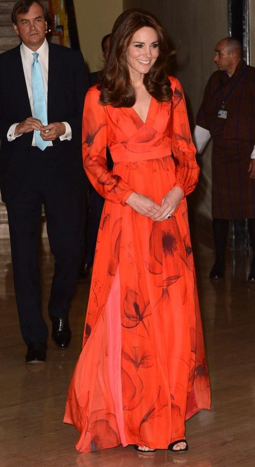 Công nương Kate chi hơn 1 tỉ VNĐ cho 17 bộ đồ trong tuần công du - Ảnh 21.