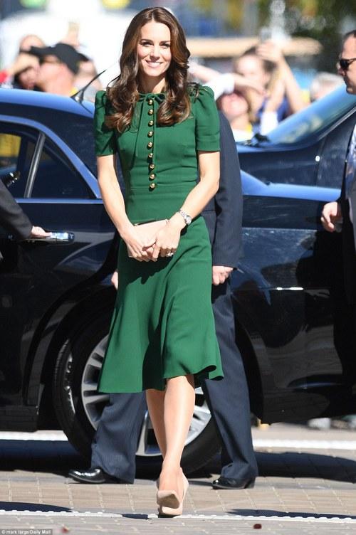 5 tỷ đồng là số tiền công nương Kate đã chi cho cả tủ áo quần của năm 2016, gấp 4 lần năm ngoái! - Ảnh 14.
