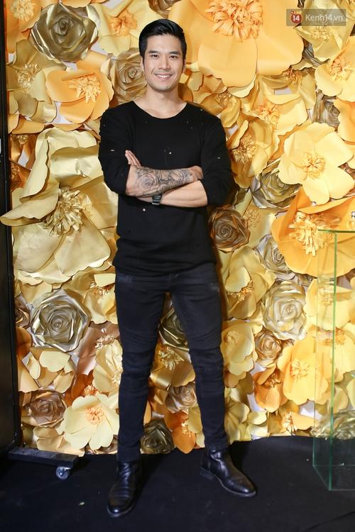 Mỹ nhân Việt khoe eo, đọ vẻ gợi cảm trên thảm đỏ ngày đầu Vietnam Designer Fashion Week - Ảnh 12.