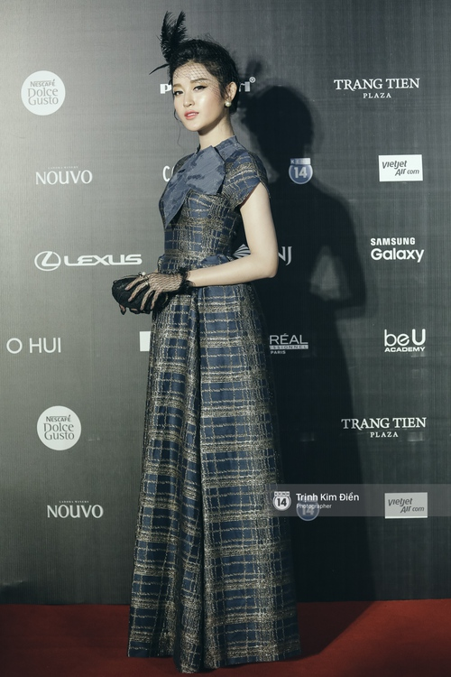 Vietnam International Fashion Week ngày cuối: Midu vẫn giữ style nữ tính trên thảm đỏ cùng dàn Hoa hậu, Á hậu - Ảnh 9.